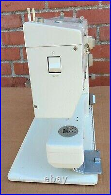 BERNINA Record 930 Electronic Sewing Machine with Carry Case powers on AS-IS