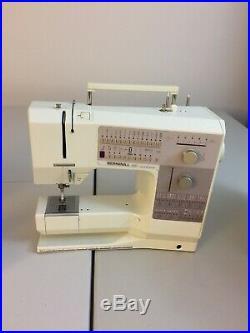 Bernina 1230 Electronic Sewing Machine/Carrying Case/10 pressure feet in Case