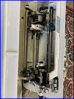 DRESSMAKER 7000 SUPER ZIGZAG SEWING MACHINE with FOOT CONTROL / CARRY CASE