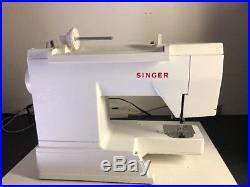 FC32F5 Singer Electric Sewing Machine Model 5932 / W pedal & Carry Case