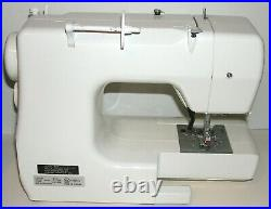 Janome JEM GOLD 660 Portable Sewing / Quilting Machine with Carrying Case WORKS
