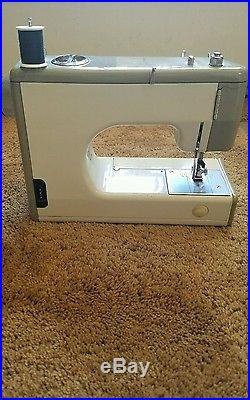 KENMORE SEARS MODEL 1040 158-10401 Sewing Machine withCarry Case & owners manul