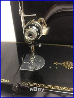 SINGER 221 Featherweight Sewing Machine w Carry Case & Attachments 1953