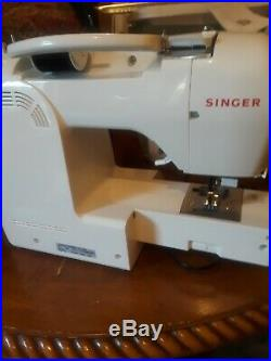 Singer 2009 Athena Sewing Machine, carrying case & Instructrions Manual/Guide