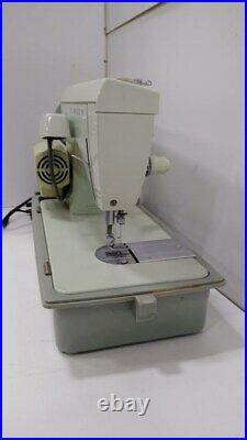 Singer Fashion Mate 252 Sewing Machine Light Manual Foot Pedal with Carry Case