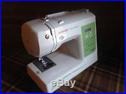 Singer Fashion mate 7256 with carrying case