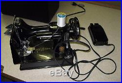 Singer Featherweight 221 Sewing Machine in Carrying Case