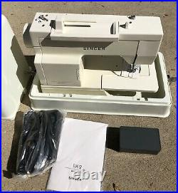 Singer Merritt DX2C Sewing Machine (Singer 2517) withManual Foot Pedal Carry Case