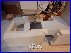 Singer Sewing Machine 5817 C with Carry Case/Foot Control and Instructions