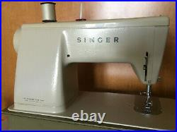 Singer Stylist Zig Zag Sewing Machine Model 457 with Carry Case and Pedal