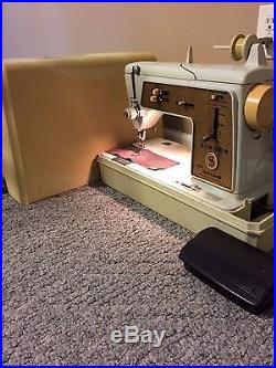 Singer Touch & Sew Sewing Machine Deluxe Zig-Zag Model 620 with Carrying Case