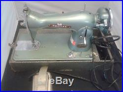 VINTAGE 1960's Belvedere Trojan Sewing Machine, With Carrying Case