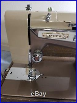 Vintage Emdeko Sewing Machine With Carrying Case. NH-9478 J-C28 zig zag works