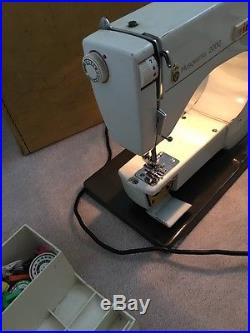 Vintage & Retro 1970/1980 Sewing Machine HUSQVARNA VIKING 6430 in Carry Case