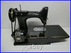 Vintage Singer 222k Featherweight Sewing Machine In Carry Case Good Condition