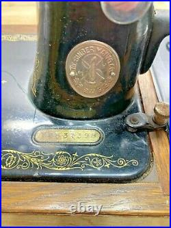 Vintage Singer Sewing Machine Hand Crank In Carry Case + Key 1932 See pictures
