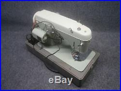 White Sewing Machine ZigZag Stitcher Model 960 Comes With Pedal And Carry Case